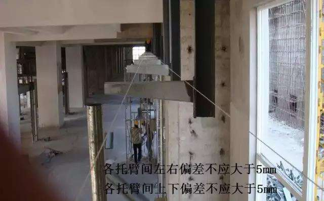 电缆桥架托臂焊接现场